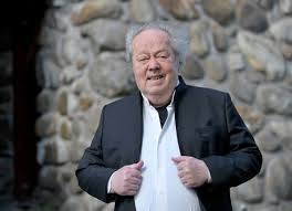 Calling all budding conductors: a distinguished teacher of the art, Finnish maestro Jorma Panula, soon to be 90, is offering coaching courses online … he can be found on Zoom.