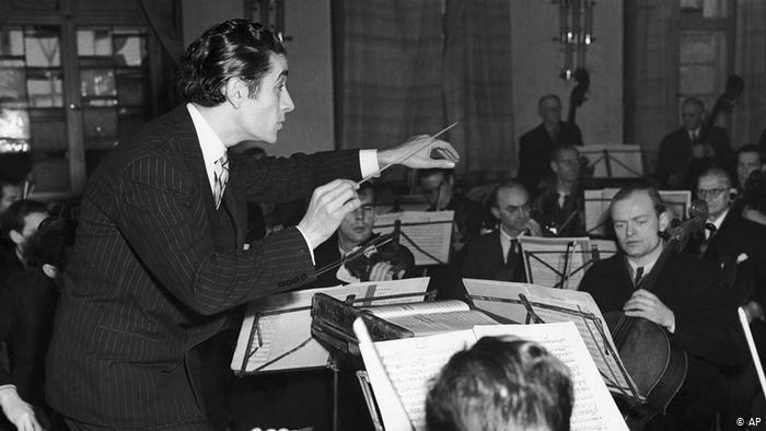 Celibidache conducts the Munich Philharmonic in Tchaikovsky's Fifth Symphony, Herkulessaal, 1983.