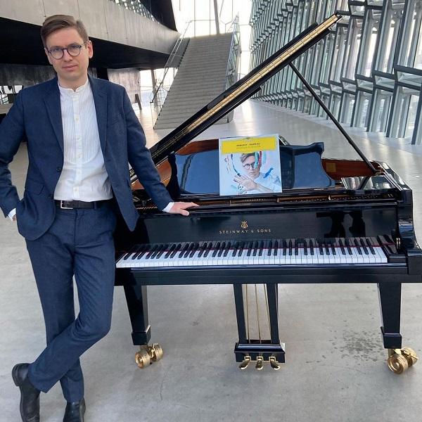 Royal Concertgebouworkest – Víkingur Ólafsson plays Mozart's Piano Concerto No.24, Paavo Järvi conducts Schumann's Rhenish Symphony [live webcast]