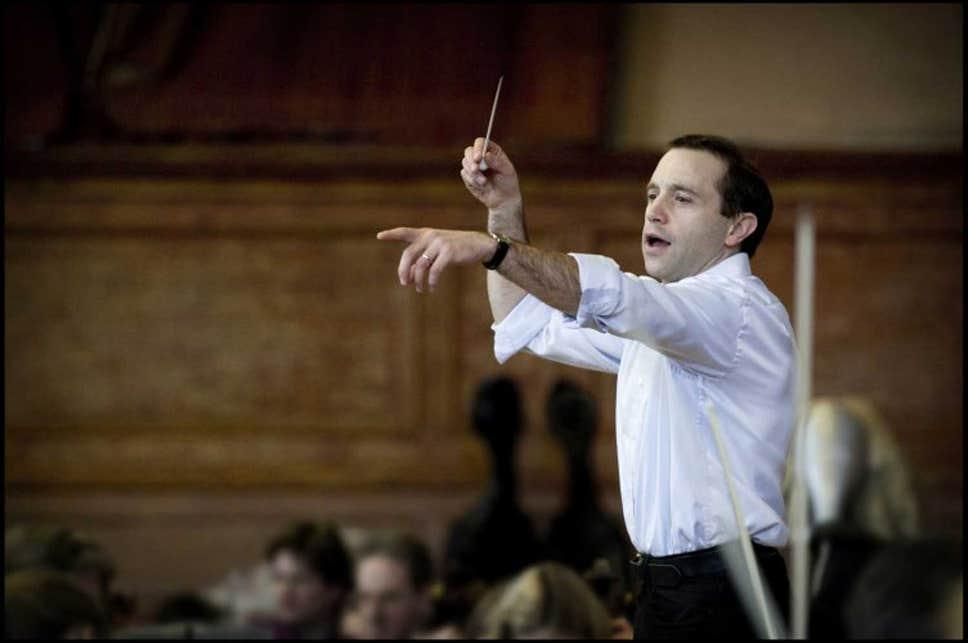 BBC Proms 2021 – Proms Festival Orchestra – Mark Wigglesworth conducts Festive Shostakovich & the Fifth Mahler.